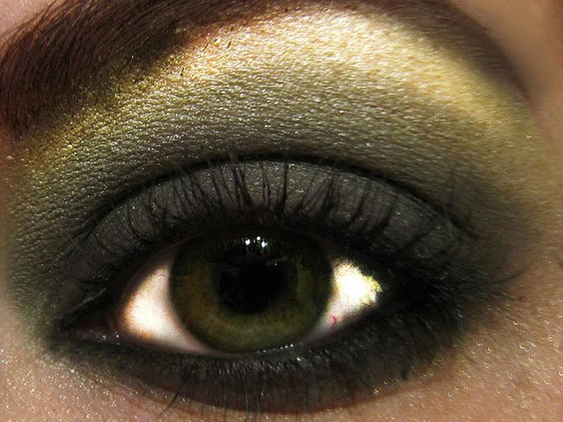 Темно-зеленый цвет глаз