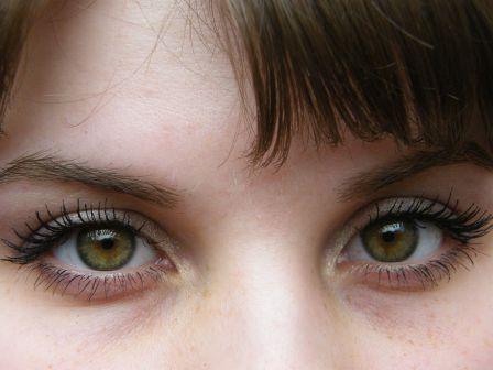 Каре-зеленые глаза